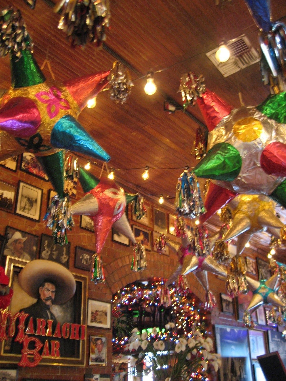 Mexican Decor In A Well Known Mexican Restaurant Called Mi Tierra In San  Antonio, Texas