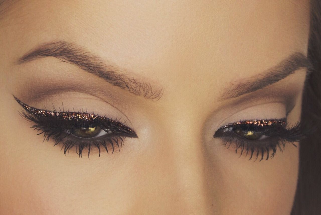 Chocolate Glitter Liner  A great twist on a classic holidaylook