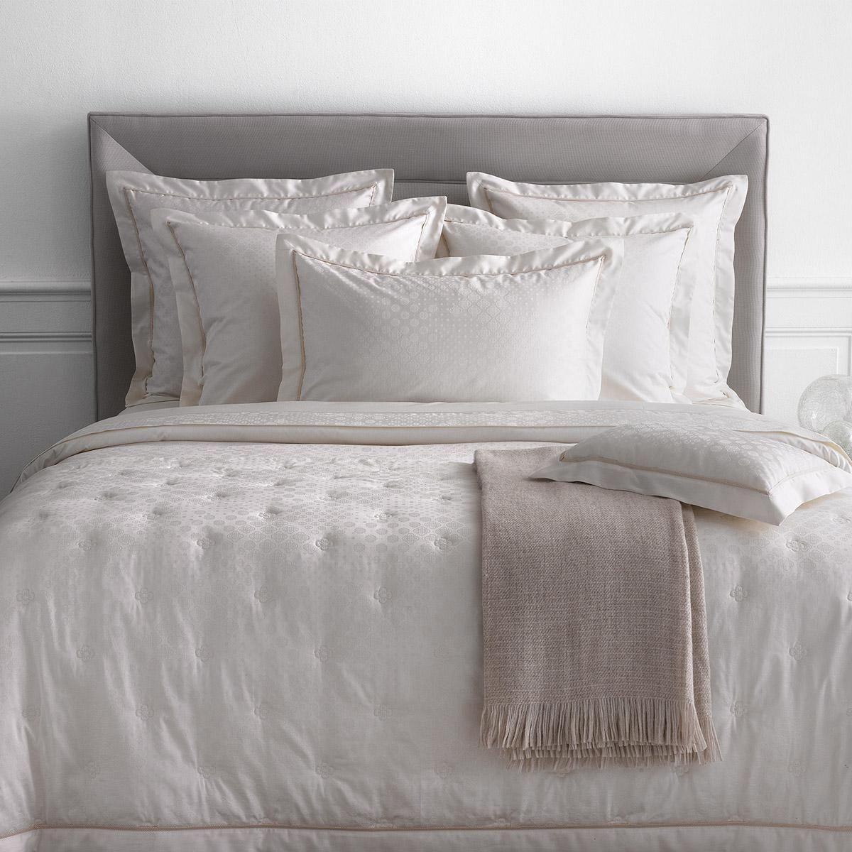 pingl par dumas paris sur l 39 art du lit par dumas pinterest linen bedding bed et bed linen