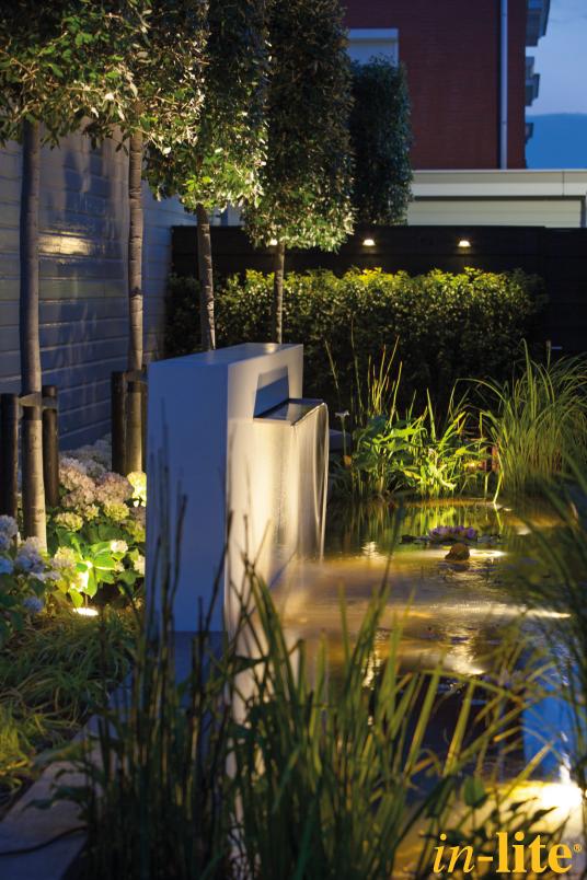 Tuin onderwatspot sub vijver sfeervol groen tuinverlichting garden outdoor lighting