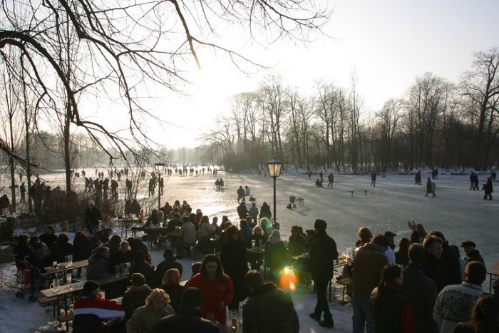 Even In Winter The Locals In Munich Can T Stay Away From Their Beer Gardens Join Them On A Sunny Snowy Afternoon Here At The English Garden Seehaus Munchen