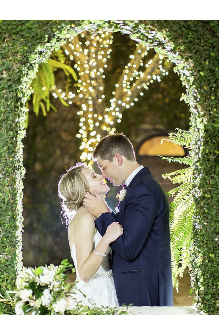What a romantic moment! Thanks @kaseylynnphoto for sharing ...