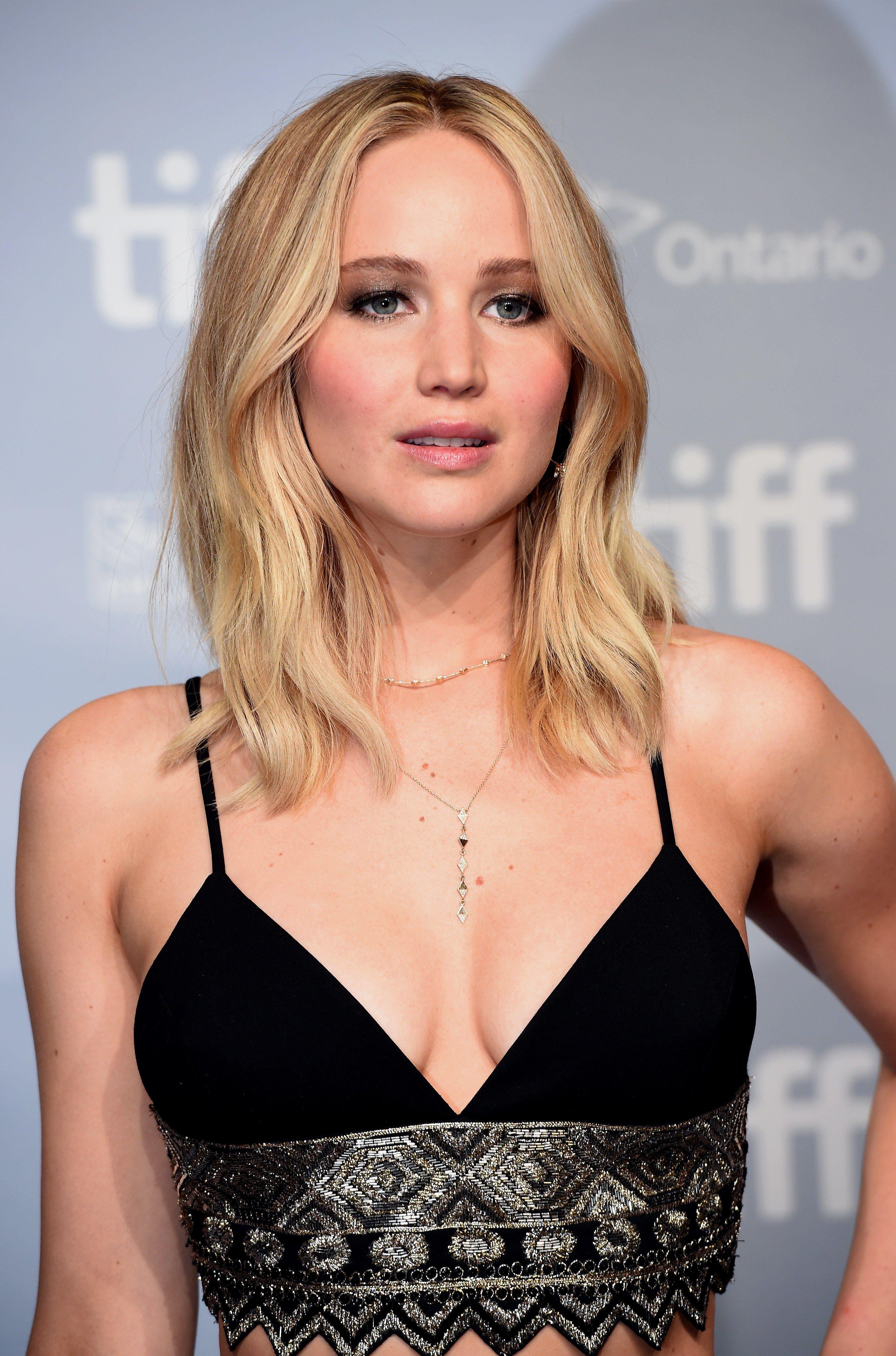 Jennifer Lawrence S Hair Evolution From Blonde To Brunette Long To Short Jennifer Lawrence Hair Jennifer Lawrence Short Hair Jennifer Lawrence Blonde