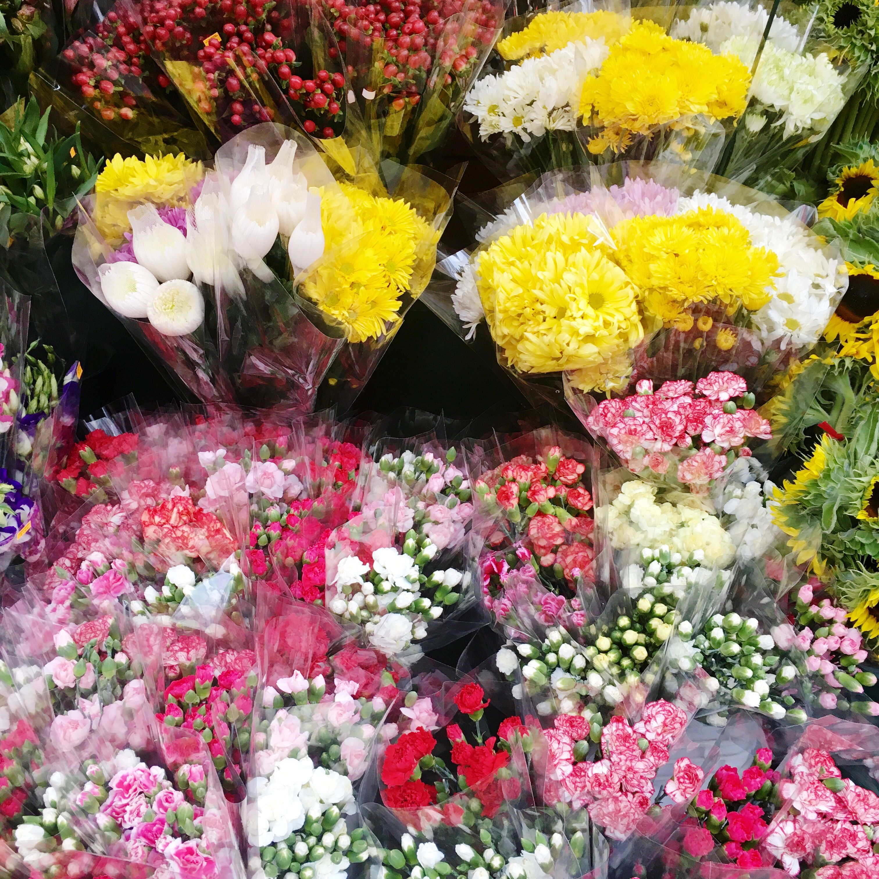 A quick stop to the flower market for some fresh blooms.