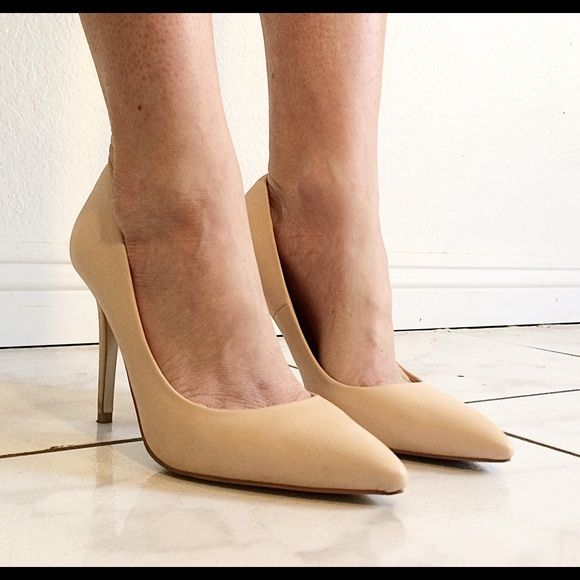Nude pumps. Size runs a little large.  Have only been worn once and are in excellent condition! Shoes
