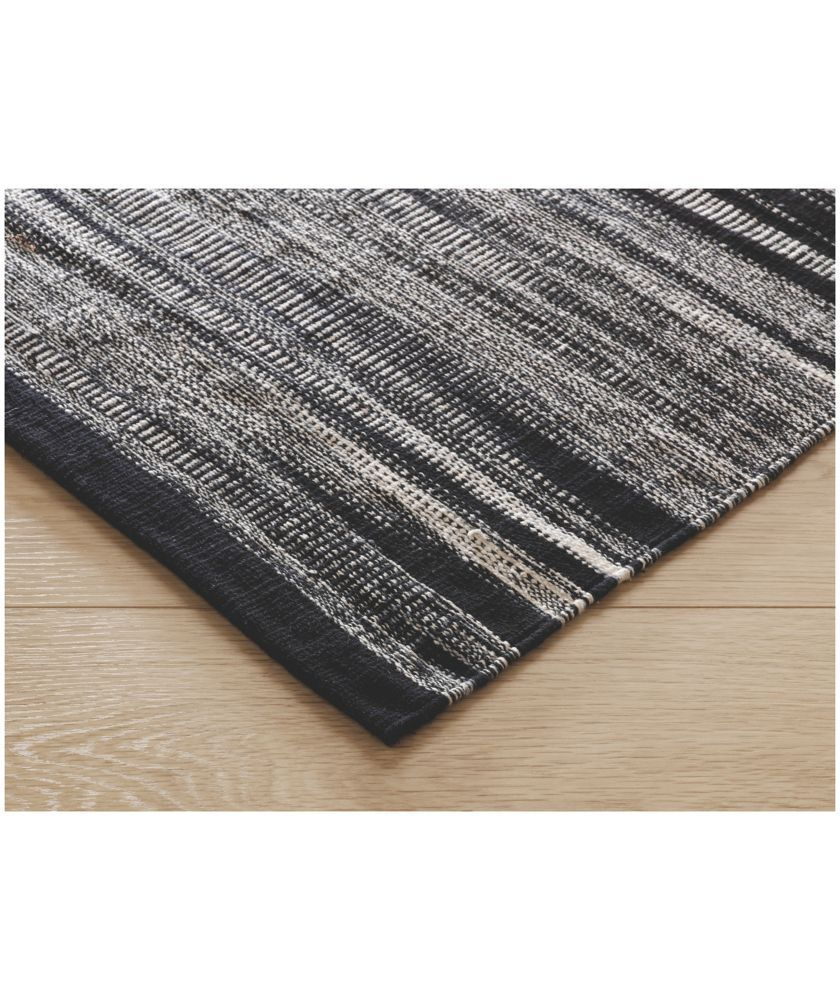 The Ikat Small Black And White Flat Weave Cotton Rug Is A Bold Design That Complements Both Neutral Bright Colour Schemes Now At Habitat Uk