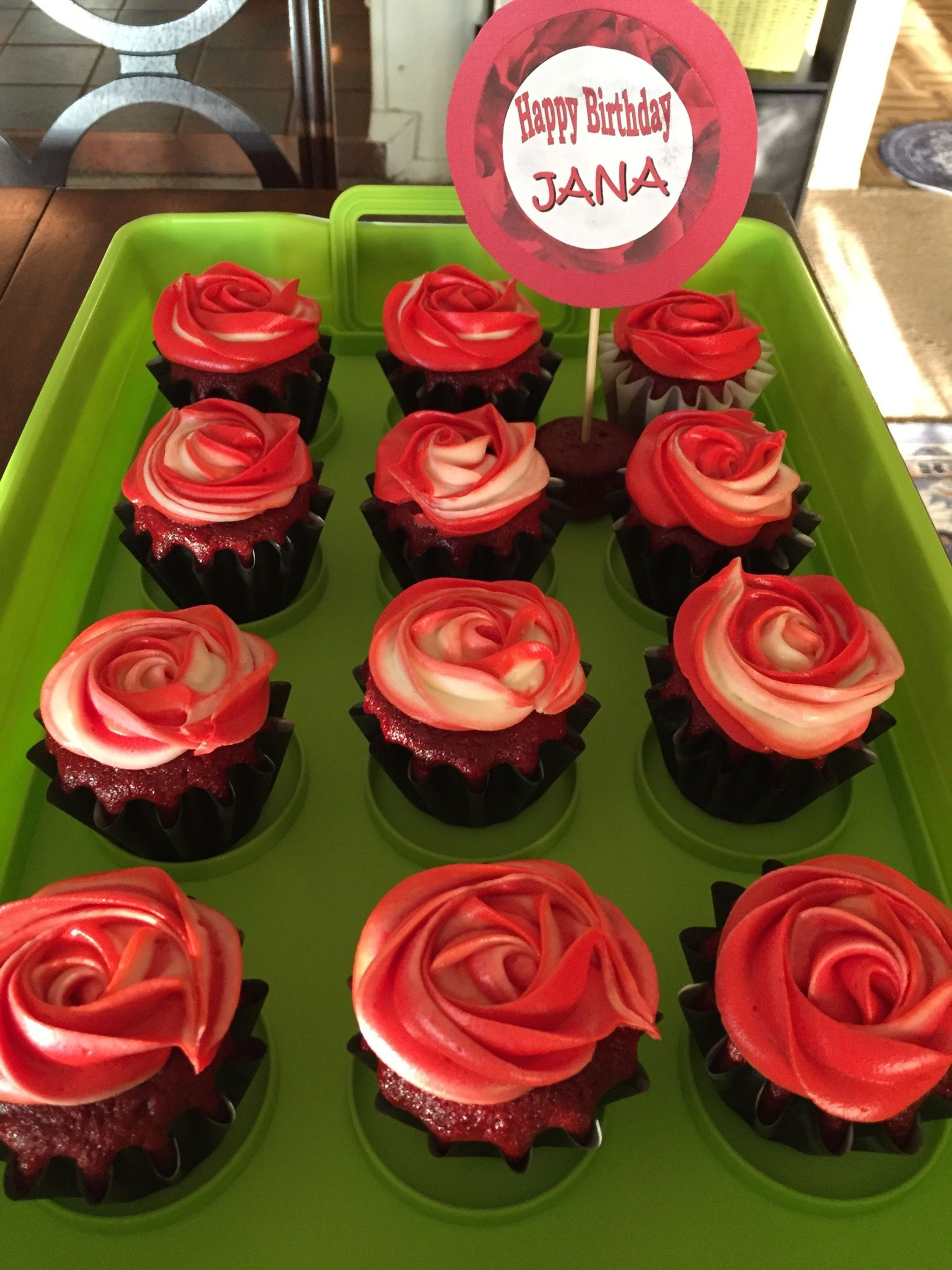 Red Velvet Cupcakes With Buttercream Rosette Frosting Yummies