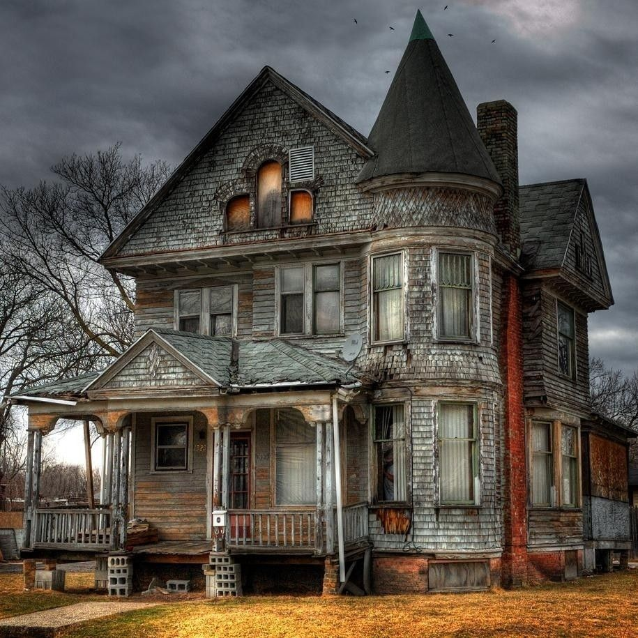 Chilling Real-Life Haunted House Stories