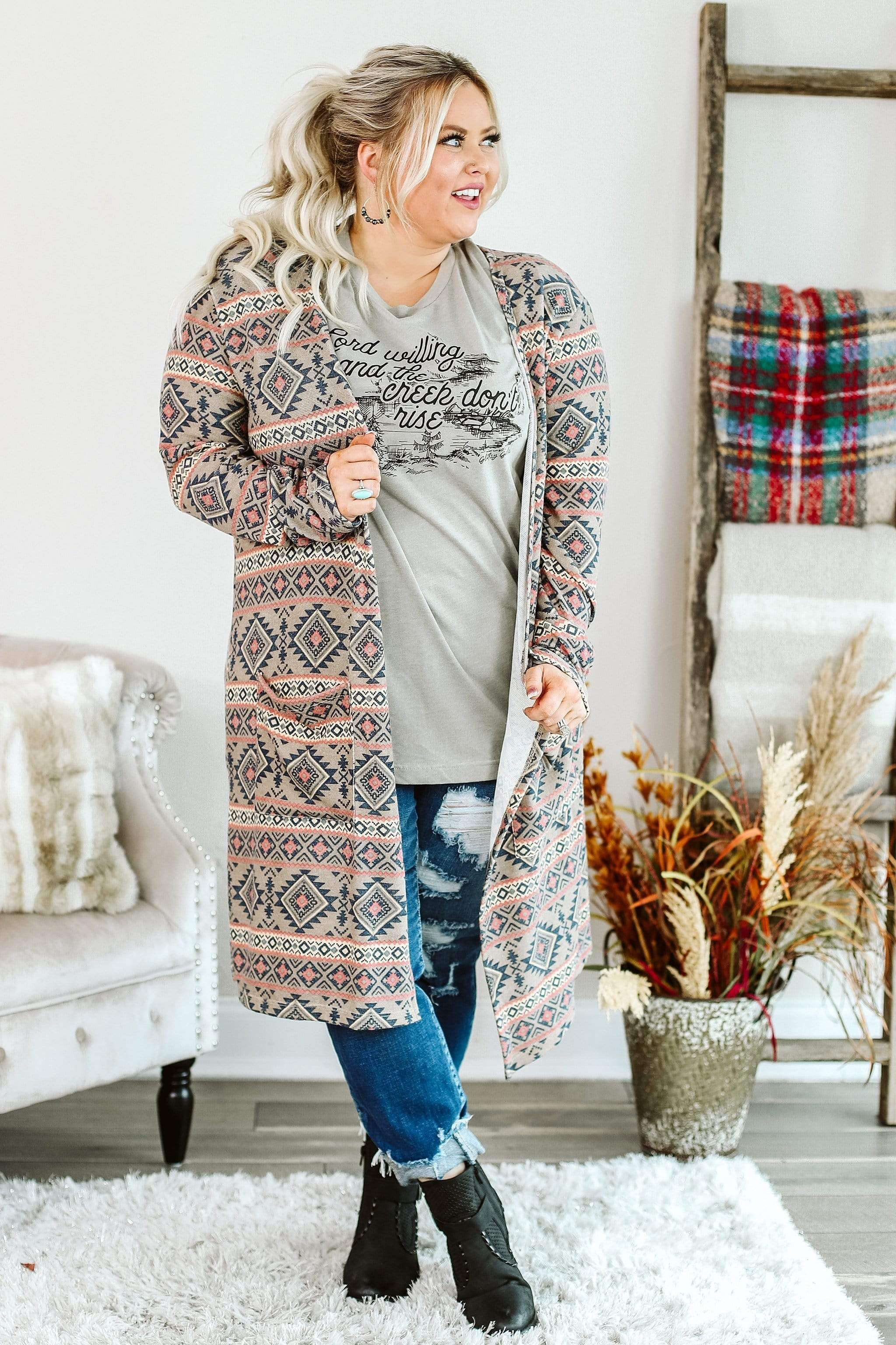 Cardigan weather is here, and this Aztec print style is the perfect topper! Open style cardigan with long sleeves, outside pockets and side splits. XL: Bust: 50