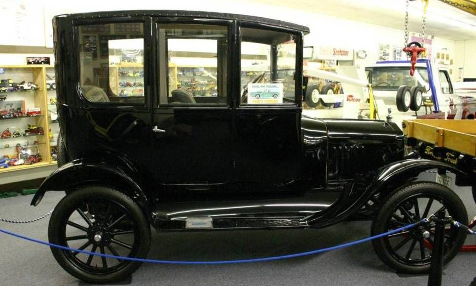 1921 Ford Model T Center Door Sedan Classic Cars Vintage Old Classic Cars Old Fashioned Cars