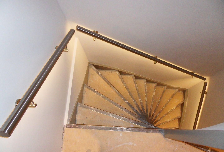 Dubbel kwart trap met verlichte trapleuningen illunox for 2 kwart trap