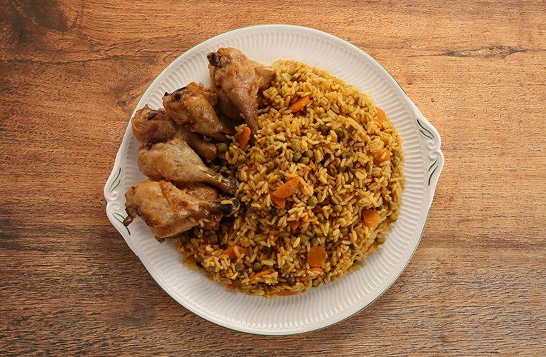 Chicken And Spanish Rice قطع الدجاج مع الأرز الأسباني Chicken And Spanish Rice Spanish Rice Stuffed Peppers