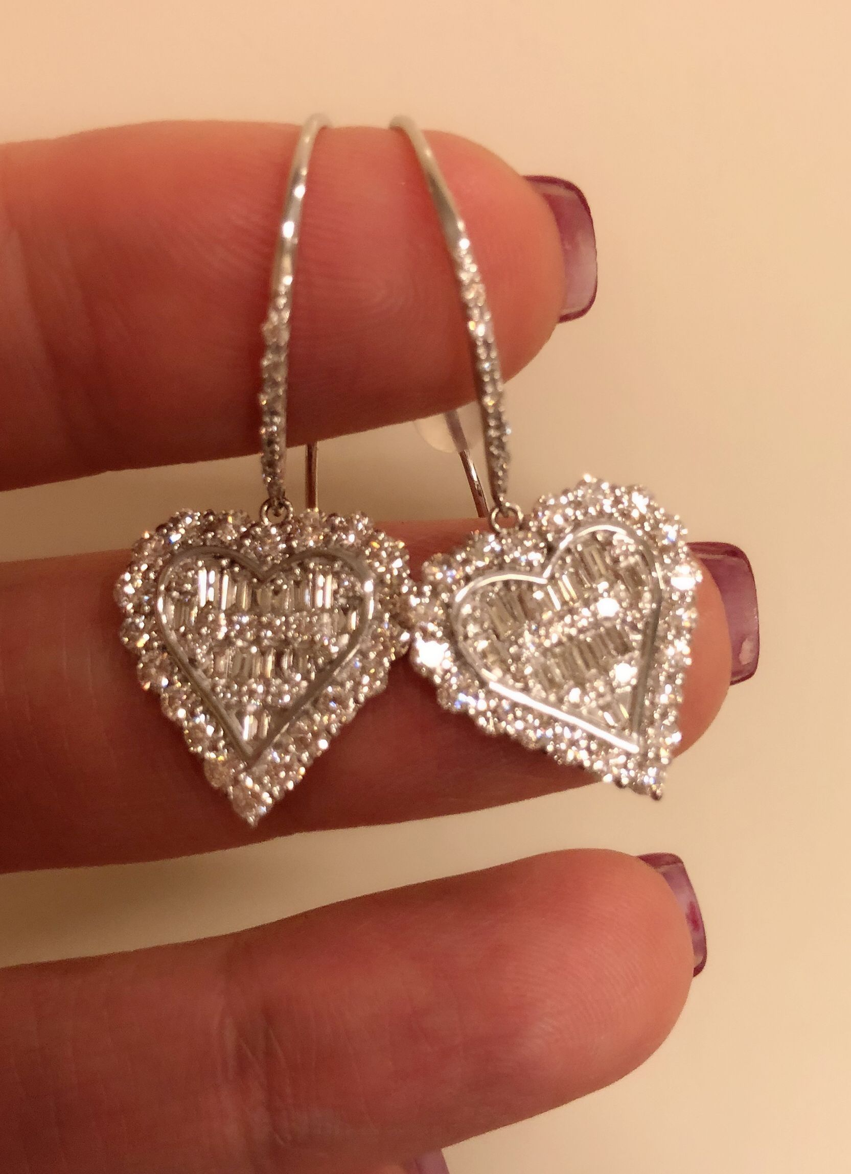 diamond shape heart set pin and in white gold earrings