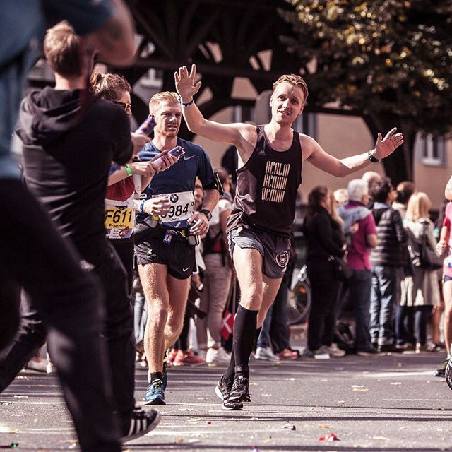Must be fake. I was shattered in this moment, going 🐢pace. Thank you amazing #cheerpack for lifting me up & thanks super-photographier @studio_314 for making me look human 😉 this is #runpack!