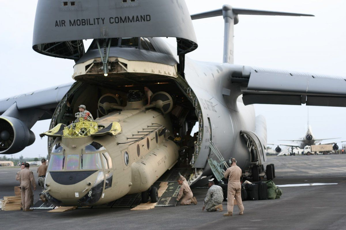 Behold The Largest Plane In The Us Air Force Aircraft Cargo Aircraft C 5 Galaxy