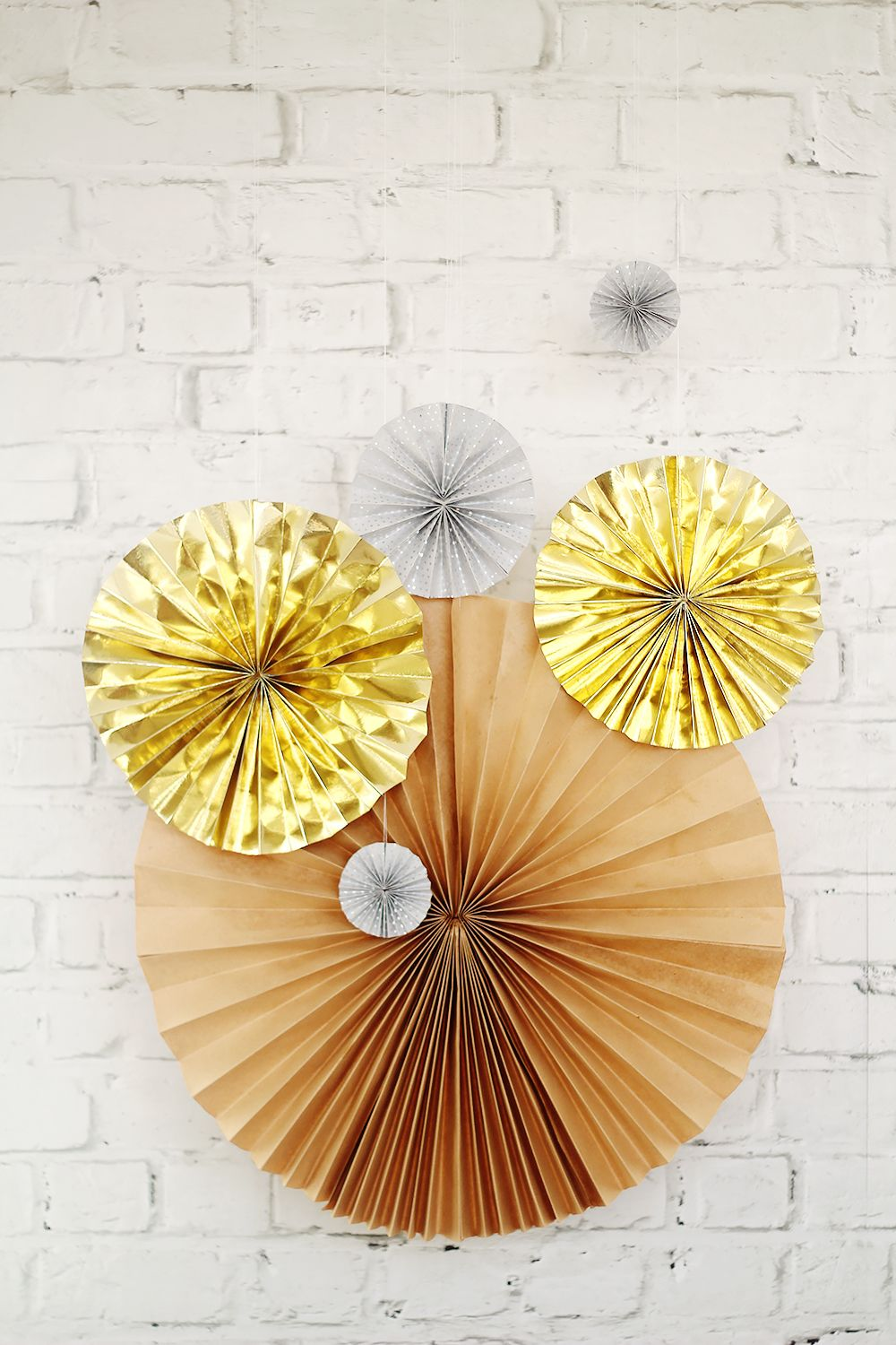 DIY New Years Eve Paper Fans | Diy paper, Tutorials and Diy art