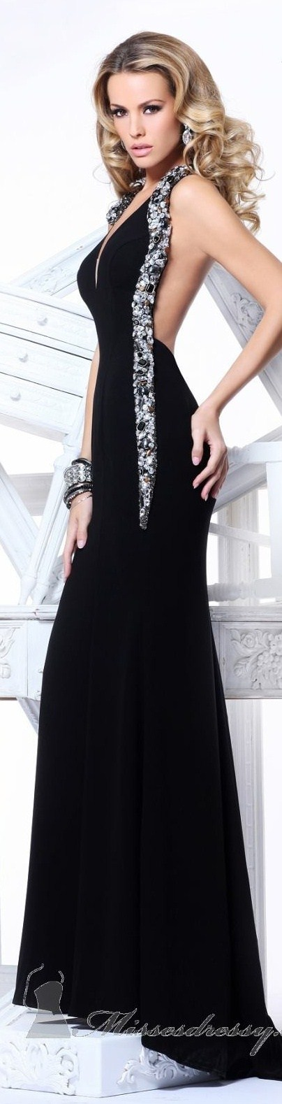 beautiful black gown My style. Beautiful. Incensewoman