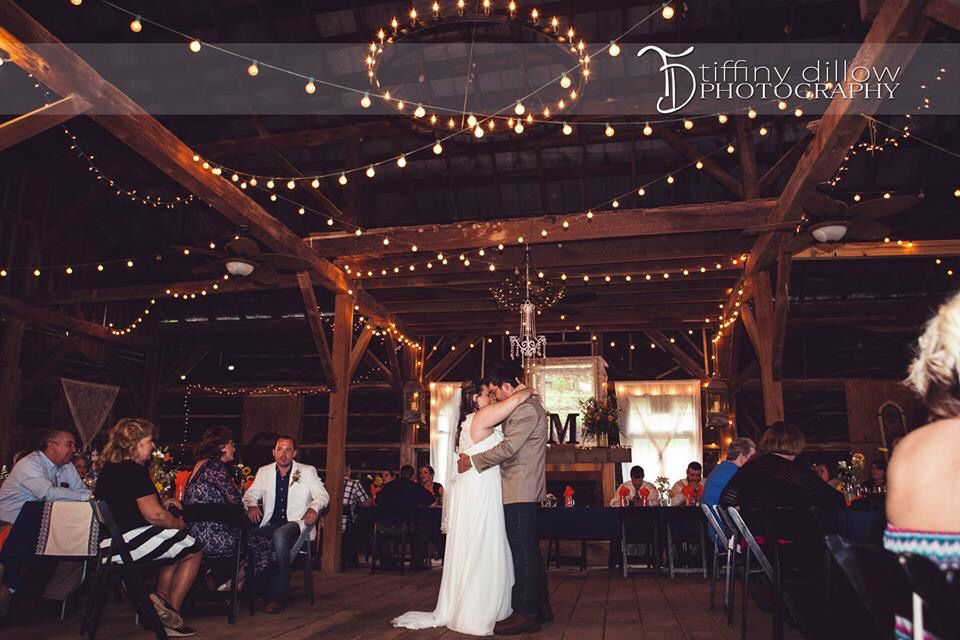 Historic Bell Hill in Southern Illinois. Barn wedding ...