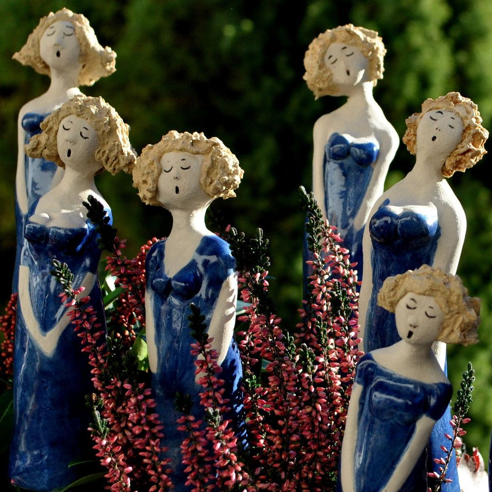 Swinging ladies aus keramik deko pinterest keramik for Gartenfiguren aus ton