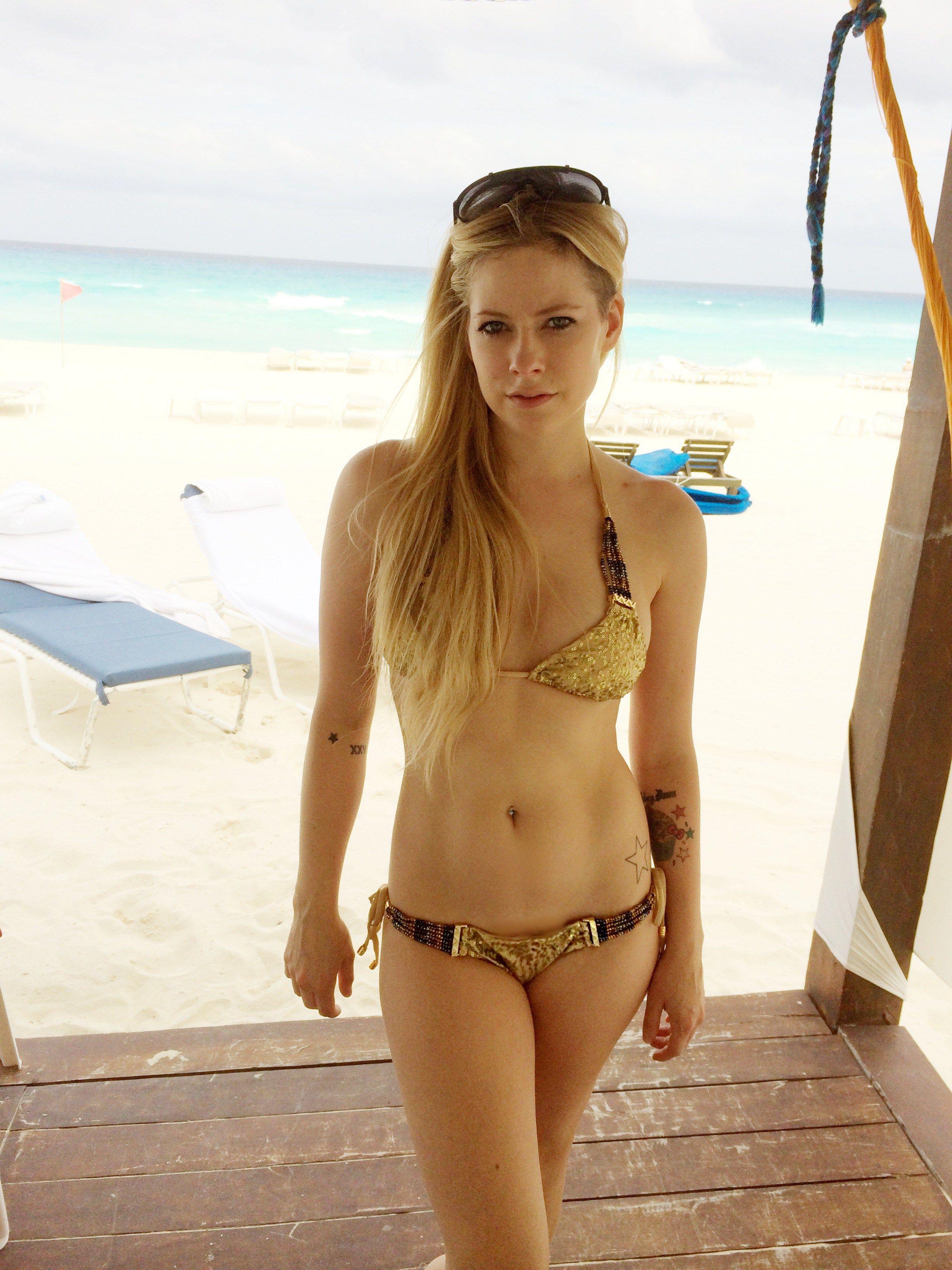 Nude pics of Avril Lavigne. 2018-2019 celebrityes photos leaks!