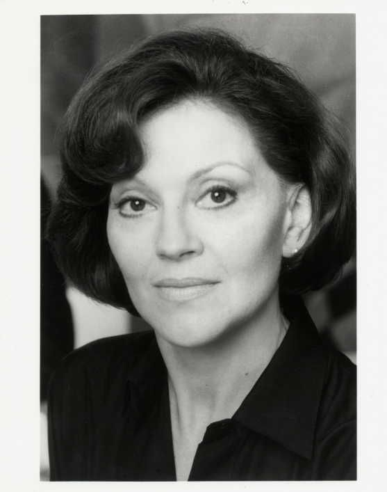 Kelly Bishop Beautiful and Classy Lady!