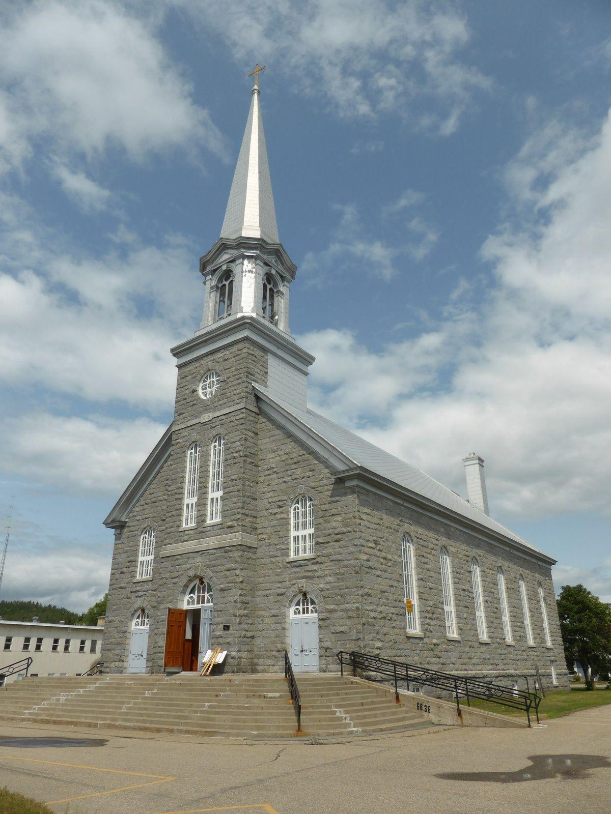 ville de Sacré Coeur - son église http://tricotdamandine.over-blog.com/2014/07/suite-de-notre-voyage-fjord-du-saguenay-et-plus.html