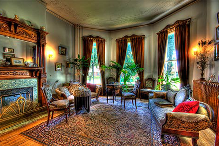 The Main Elements Of The Queen Anne Victorian Home Style Victorian Interior Design Victorian Home Decor Victorian Style Homes