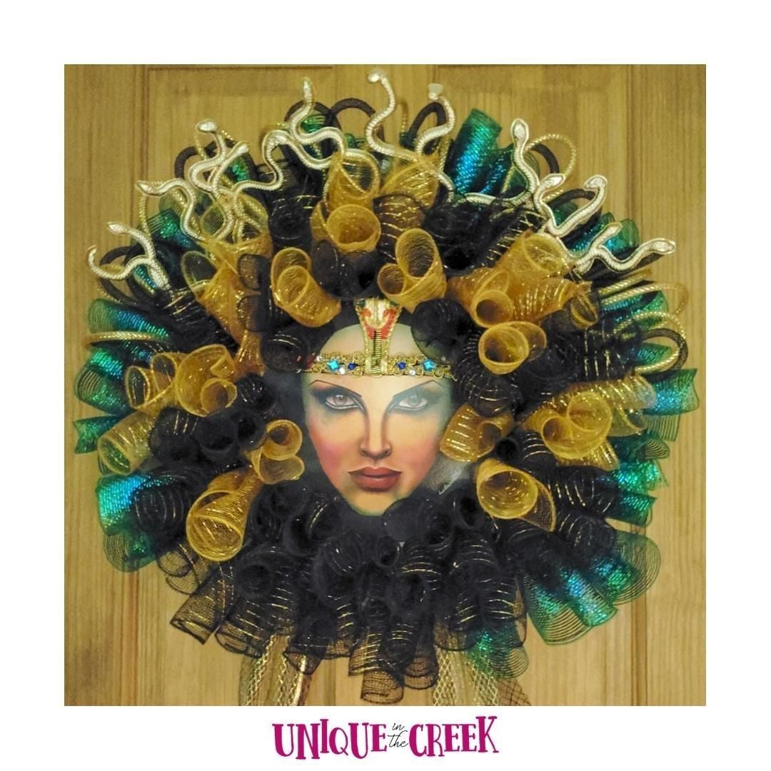 She came out quite exotic, don't you think?! Love her!⠀ ⠀ 🎃 Start your fall decorating with free tutorials, boards & materials now👇 ⠀ LINK IN BIO⠀ ⠀ #UITC #uniqueinthecreek #Imadethis #DIY #wreath #crafting #oneofakind #OOAK #handmade #makersgonnamake #wreathsofinstagram