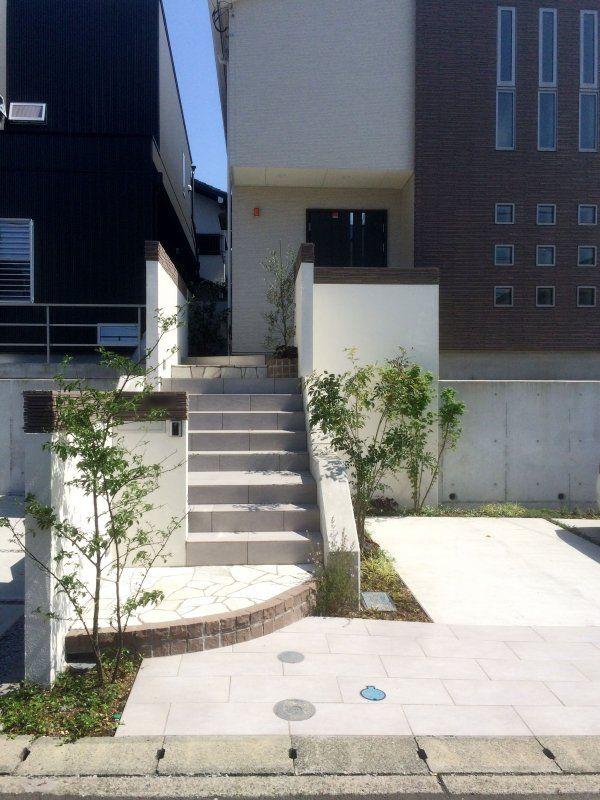 玄関アプローチ 階段 玄関ドア フロントポーチのデザイン レンガ
