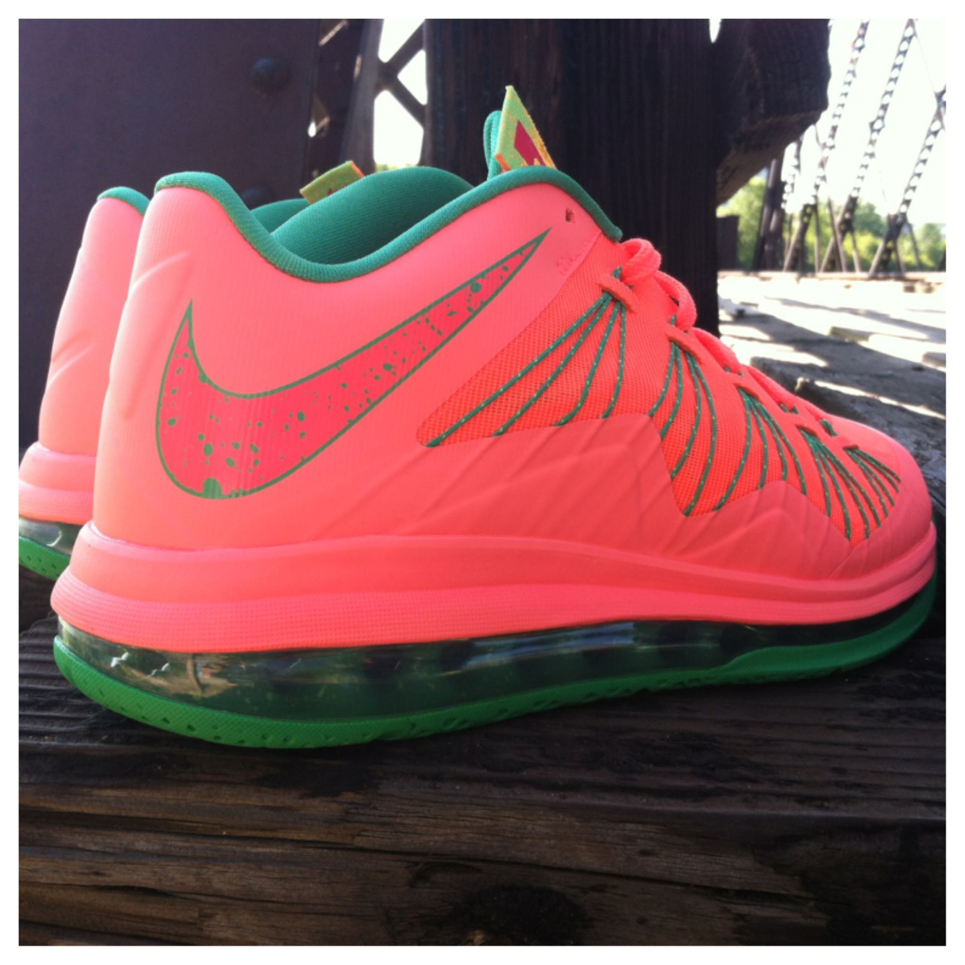 88dbe58995c7  ReleaseReport  Nike LeBron X Low gets a fresh new look.  Eastbay   Basketball  Shoes