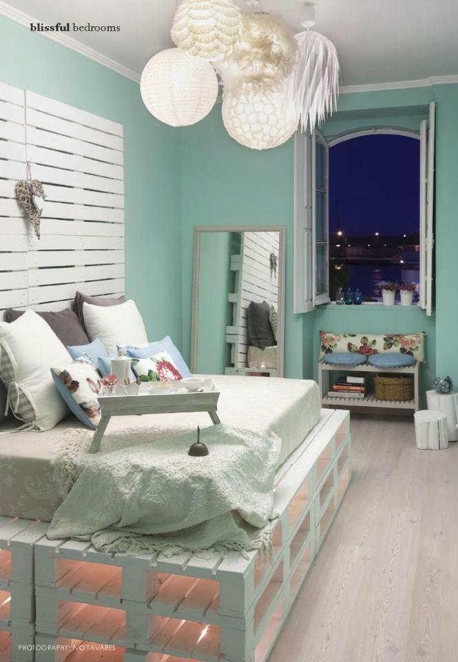 Referências: - texturas - cores - luzes do teto - iluminação da cama ...