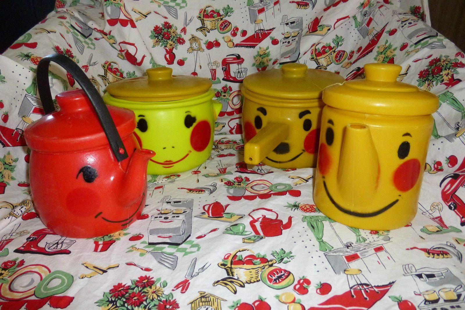 Vintage Tanda Toys Plastic Tea Pot Kettle Pan Set England