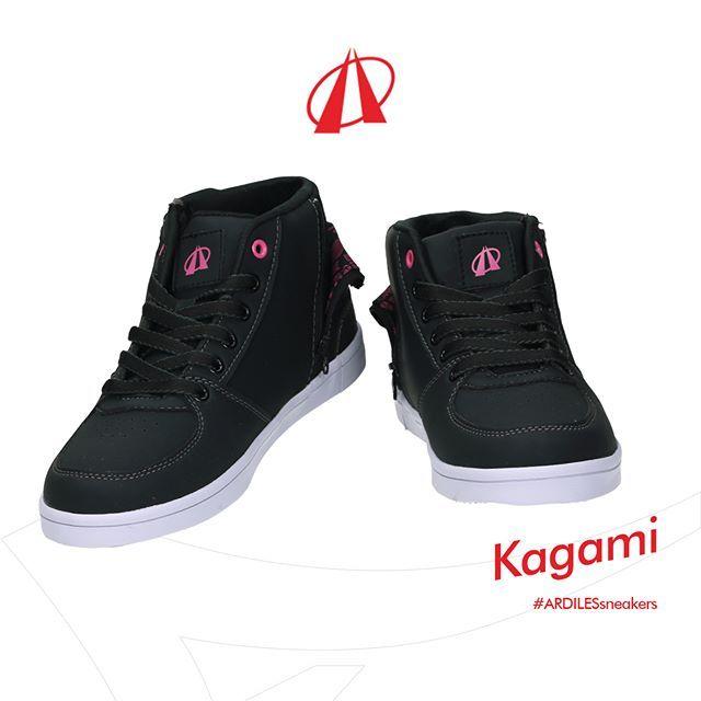 Kagami Sneakers Trendi Dengan Detil Pink Yang Menyala Harga Dan