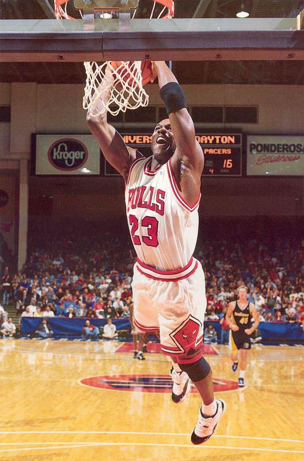 Colaborar con Inmundicia herir  Michael Jordan wearing Air Jordan XI 11 Concord (31) | Michael jordan, Michael  jordan basketball, Michael jordan chicago bulls