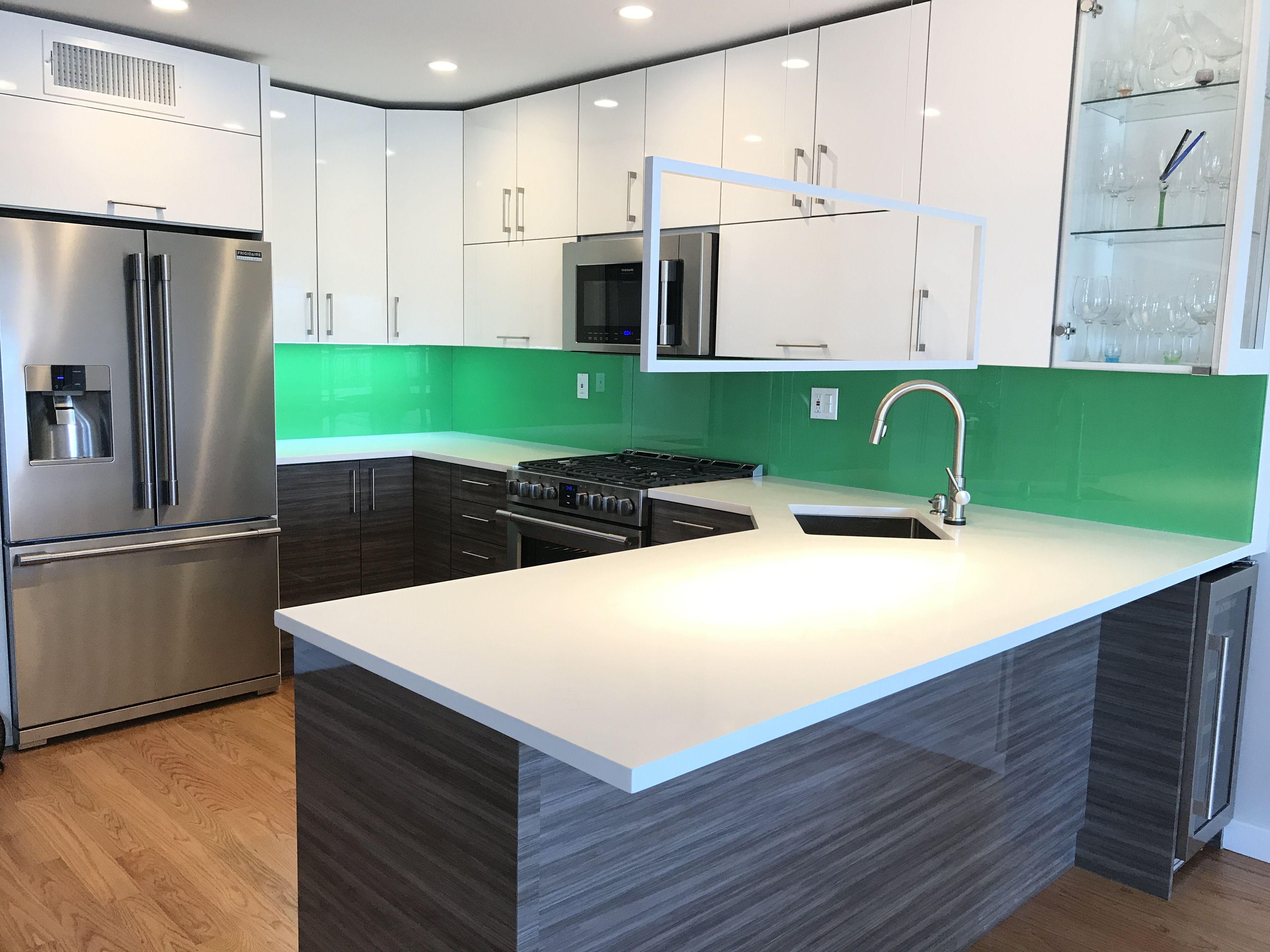Solid Color Kitchen Backsplash Using 1 4 Starphire Tempered Glass Kitchen Colors Kitchen Glass Backsplash