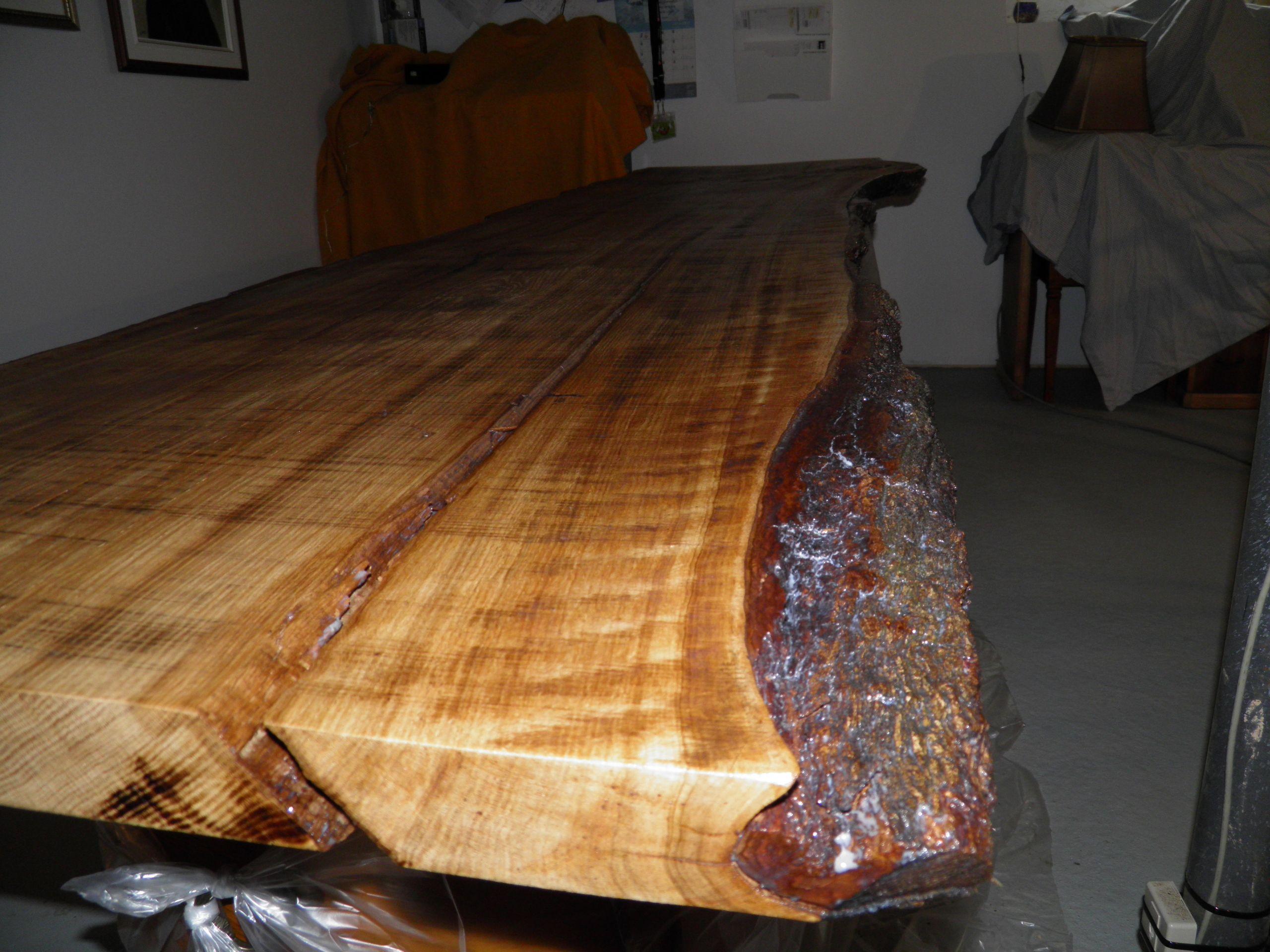 Bureau en bois brute de chêne couches de vernis satiné