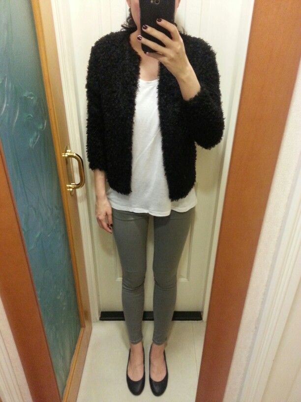 UNIQLO white too and grey akinny jeans, H&M cardigan, black leather flats.