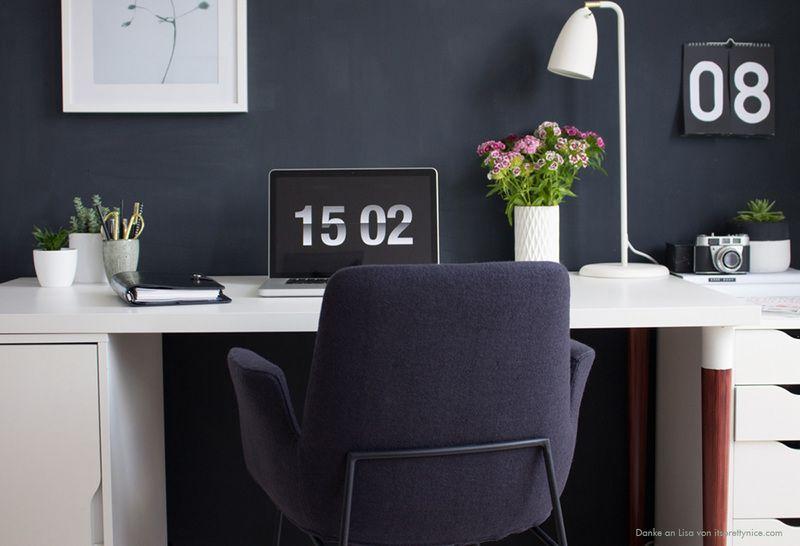 Wandfarbe Arbeitszimmer ~ Eine wand in dunkelblau. #kolorat #wandfarbe #streichen