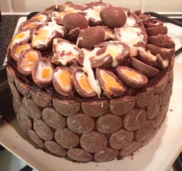 This cake looks SO GOOD!!! Creme Egg lushness!! #chocolatecake #cake #cremeegg #Easter #foodporn #yummy