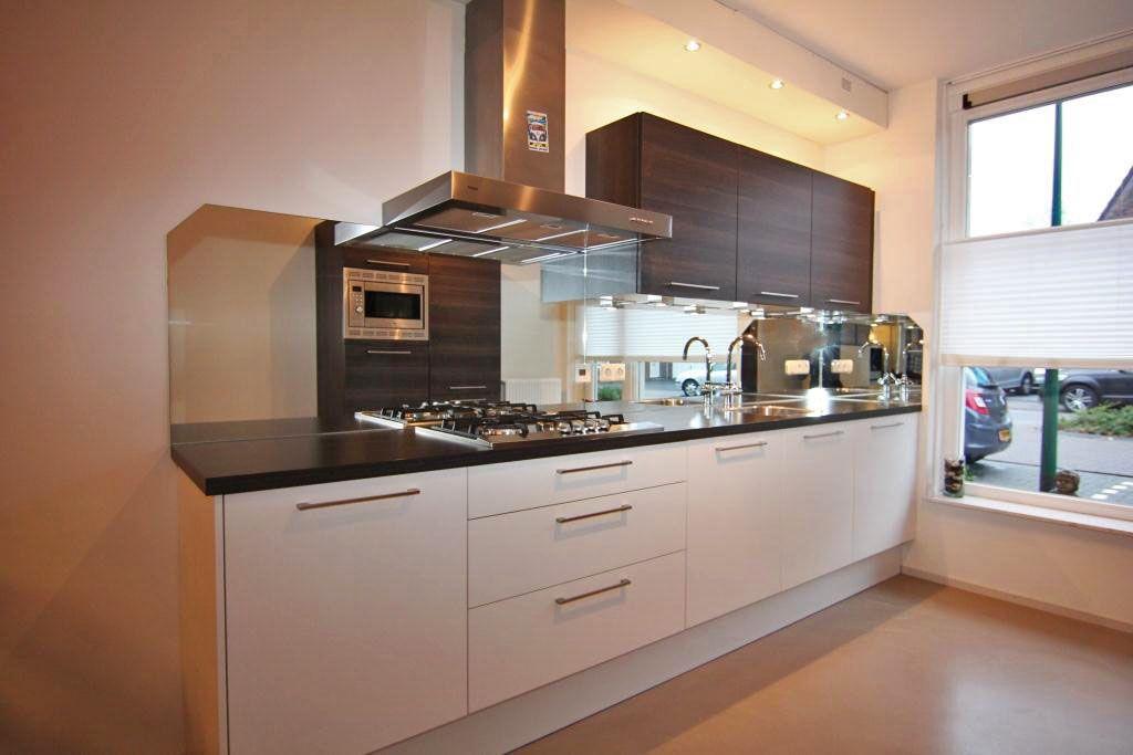 Aan de voorzijde van de woning bevindt zich de open keuken for Keuken beslag