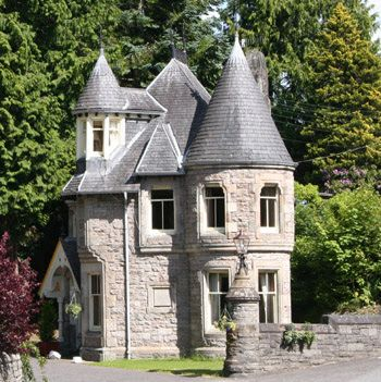 15 tiny castles live like royalty on a small footprint for Small houses that look like castles