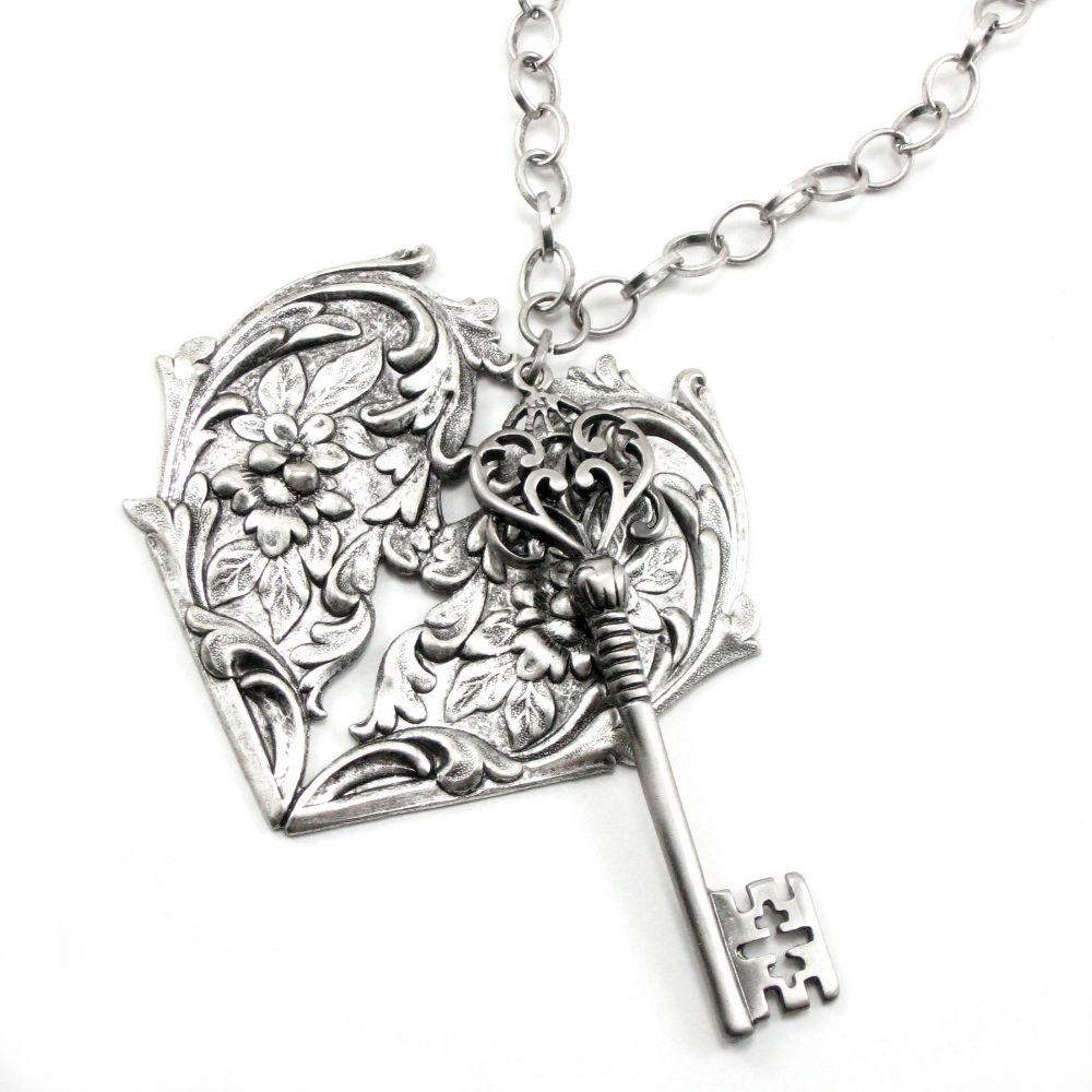 Vintage heart/key necklace