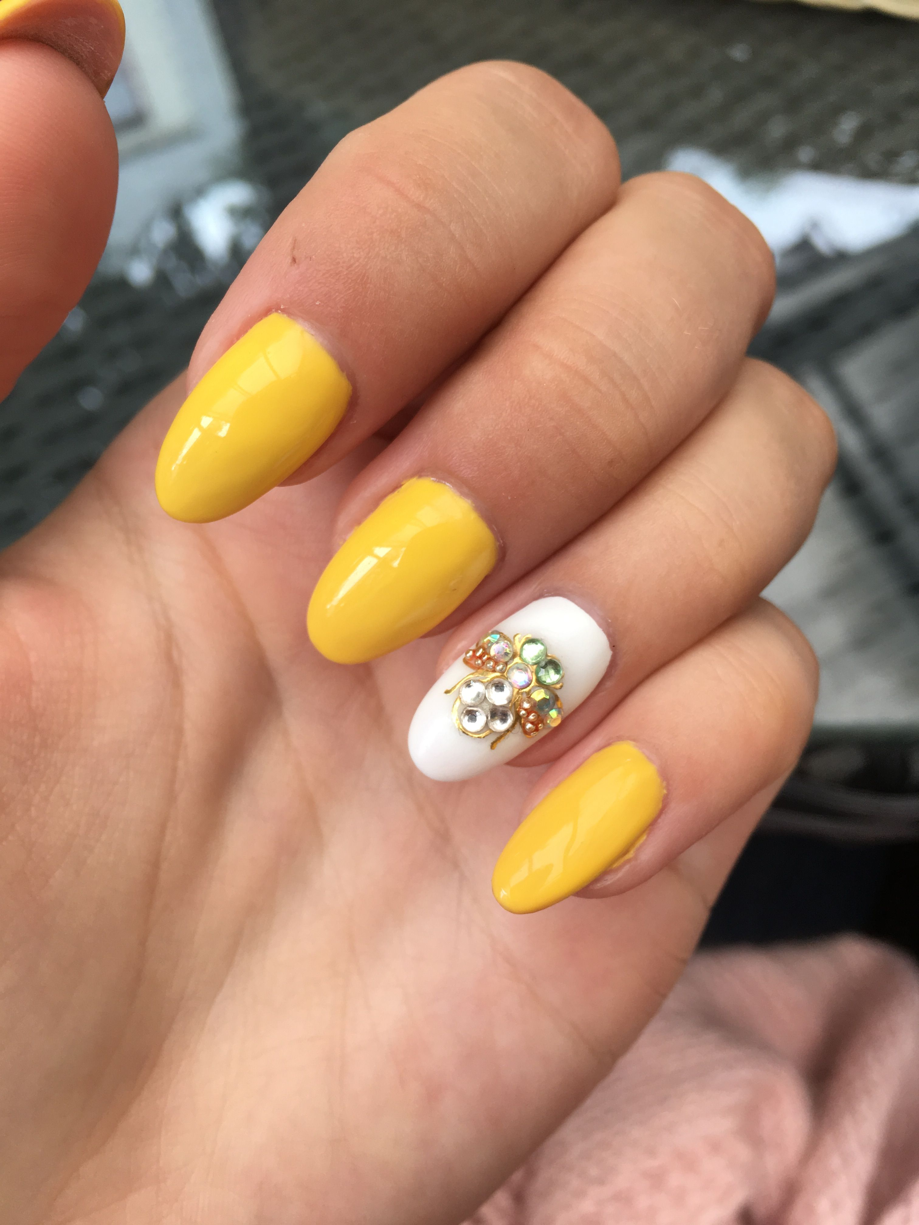 Yellow nails with diamond fly Diamond nails, Yellow