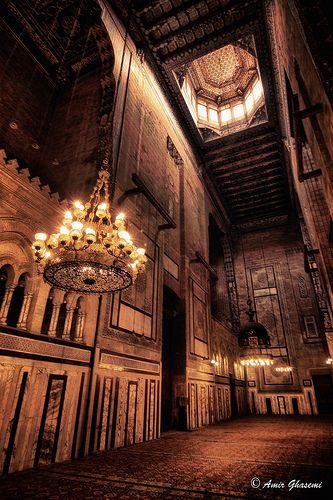 Interior de la mezquita de Al-Rifai, El Cairo, Egipto.