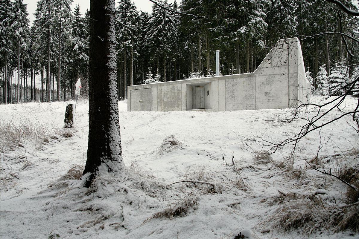 Hutznhaisl - The ICONIST