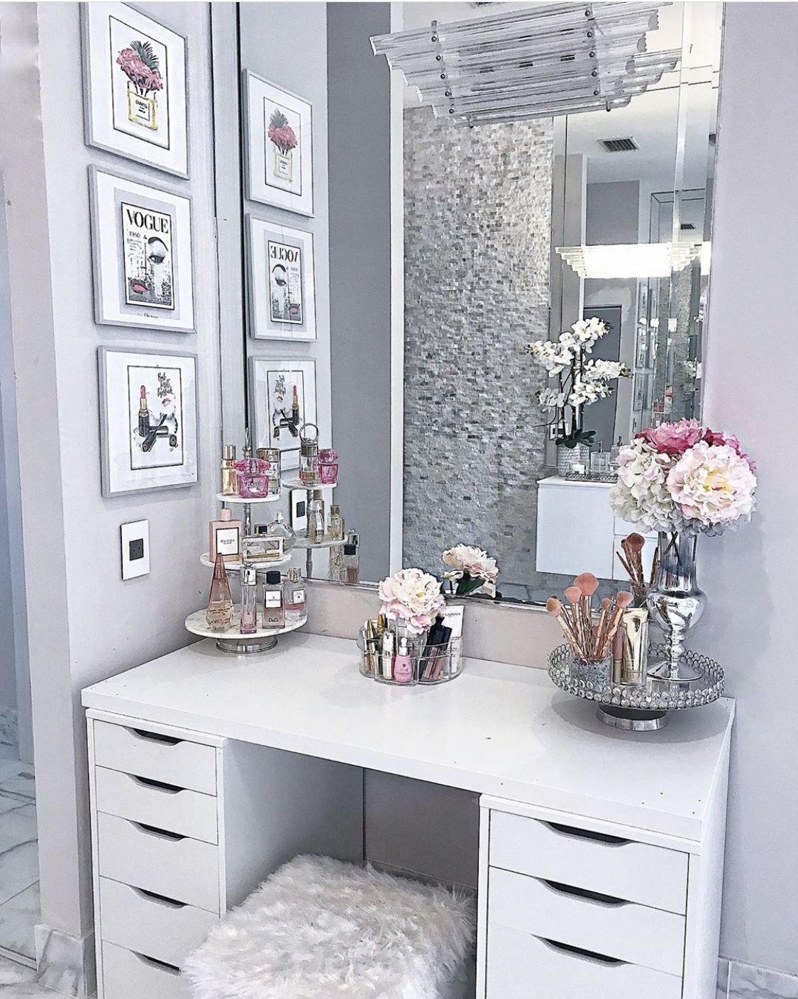 Pin by ★.•°˚Ƥ⍲σℓ⍲˚°•.★ on VANITIES in 2020 Glam room