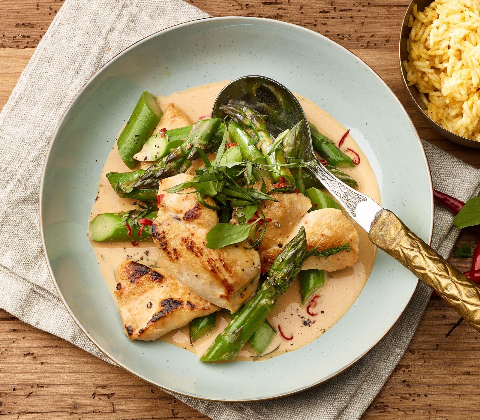 Curry-Huhn mit grünen Spargeln | Rezept | Thailändische Küche ...