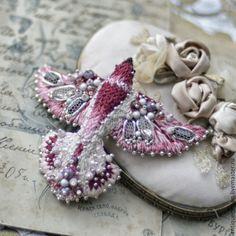 Embroidered brooch / Купить Вышитая брошь - Птица (винтаж) - фуксия, брошь птица, Вышивка бисером, вышивка ручная