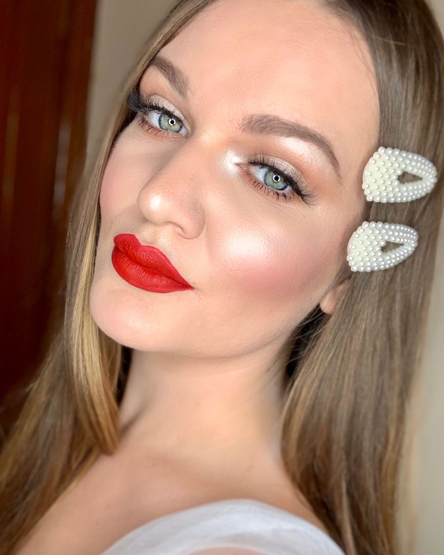 Glow makeup Glowing makeup, Makeup, Glowy makeup