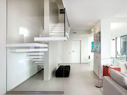 Afbeelding van http://www.interieur-inrichting.net/afbeeldingen/trap-met-verlichting.jpg.